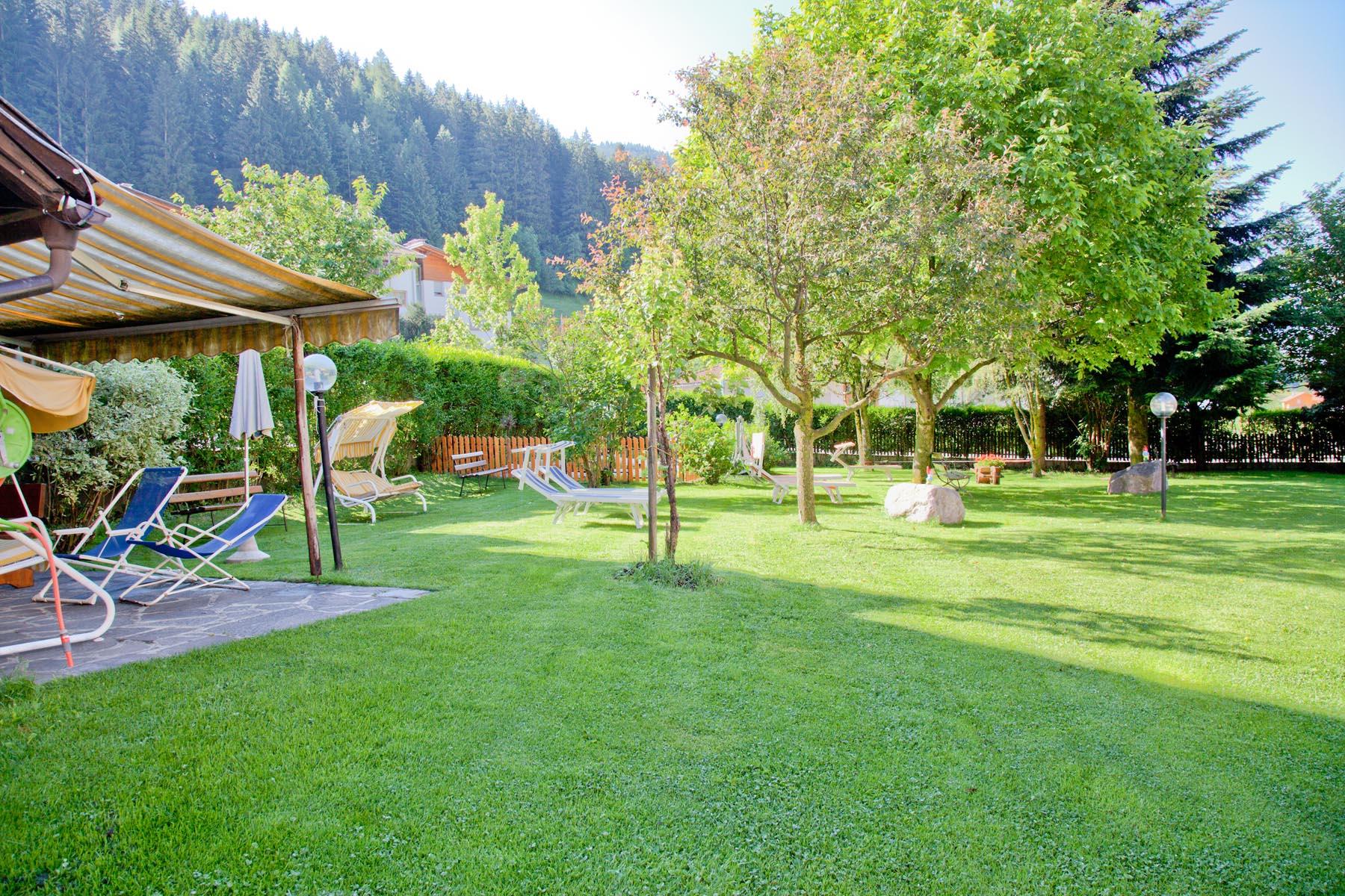 Il giardino e prato prendisole - Albergo Hotel Al ...